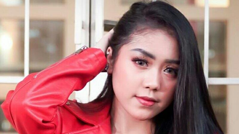 "Usung Slow Rock Melayu, Azmy Z Luncurkan Single Perdana ""Menikah"""