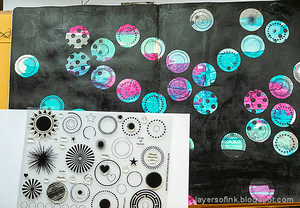 Layers of ink - 2020 art journal page tutorial by Anna-Karin Evaldsson.  Stamp with SSS Mix and Match Circles set.