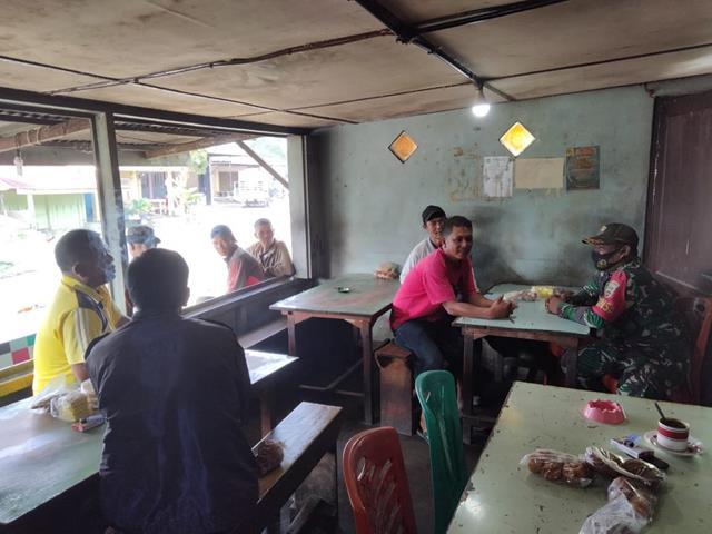 Razia Masker Dilaksanakan Personel Jajaran Kodim 0207/Simalungun Kepada Warga Diwilayah Binaan