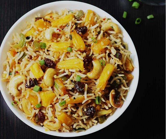 Hồng Ngọc Foody: Cơm chiên dứa kiểu Thái chay