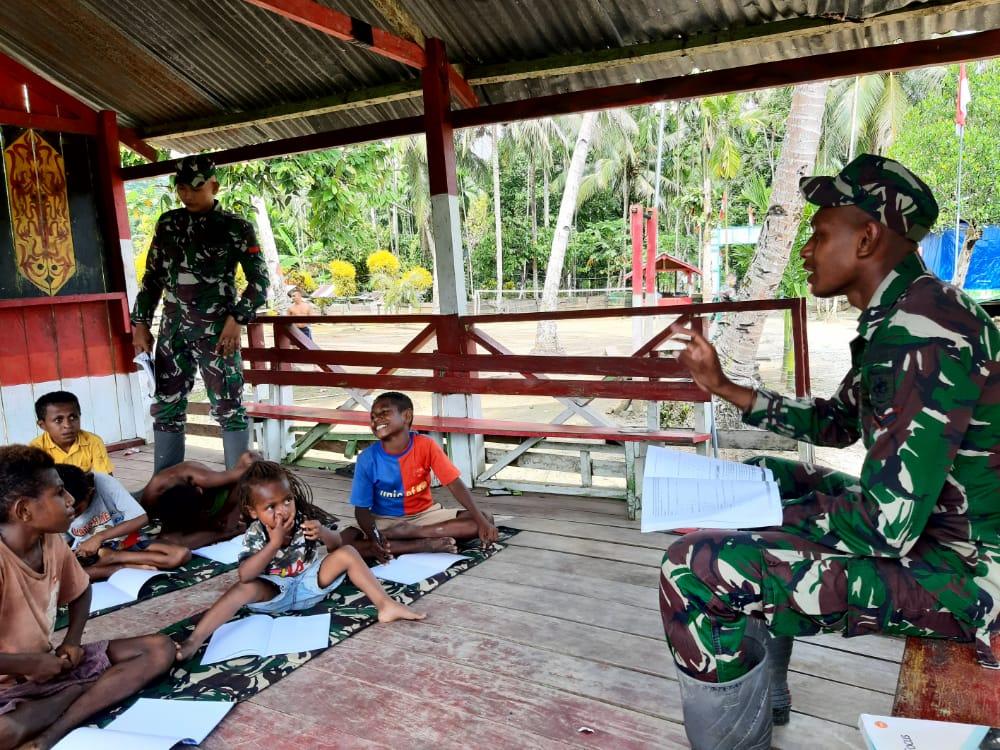 Satgas Yonif MR 413 Kostrad Buka Sekolah Darurat di Perbatasan, Ini Alasannya
