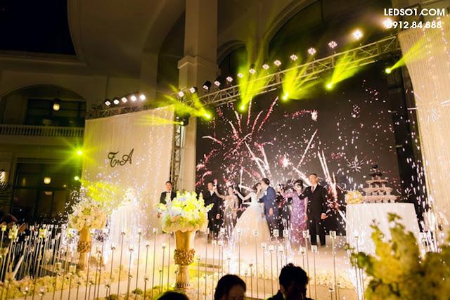 Mẫu đèn trang trí sâu khấu tiệc cưới đẹp cho ngày trọng đại 2