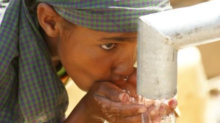 Dampak Minum Air Putih Berlebihan