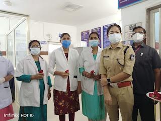 वरिष्ट अधिकारियों की मौजूदगी में मनाया गया नर्सिंग डे, स्पेशल गुलाब का फूल देकर बाटी खुशियां
