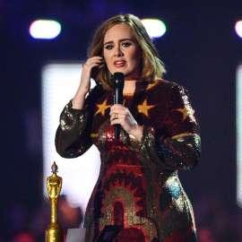 Adele sparks rumors she's wed