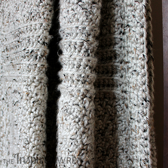 Chunky Library-Book Lapgahn: Quickly hook up a cozy lapghan throw blanket with this simple, contemporary crochet pattern worked in monochromatic super bulky yarn. | The Inspired Wren