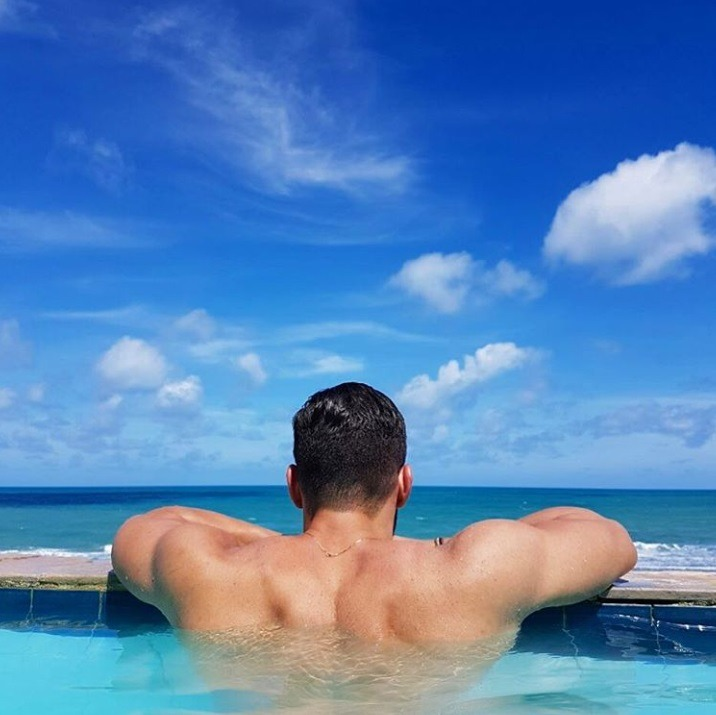 beautiful-seaside-view-water-pool