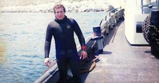Σύμη: Βούτηξε στη θάλασσα και βρήκε στο βυθό ένα αυτοκίνητο – Οι εικόνες που έκρυβε μέσα