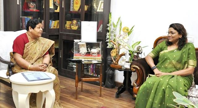 राज्यपाल से केन्द्रीय राज्यमंत्री श्रीमती रेणुका सिंह ने मुलाकात की
