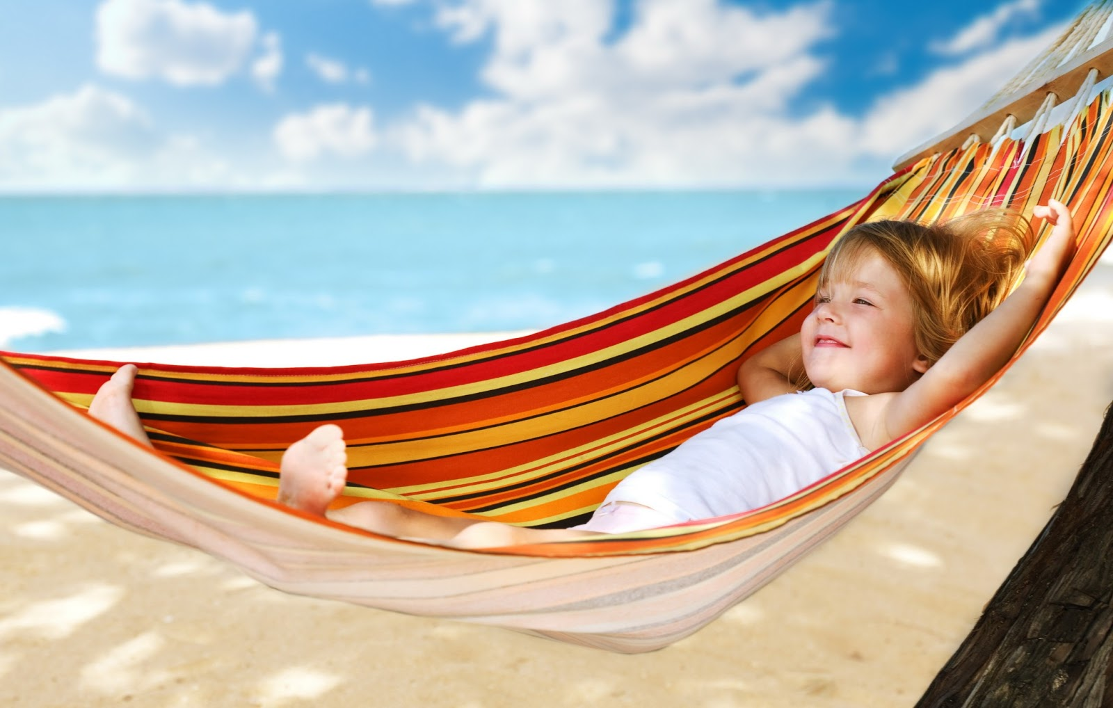 Kiss Day Wallpaper Hd Woman Relaxing In Hammock Wallpapers 500 Collection Hd