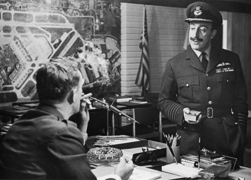 Sterling Hayden as General Ripper and Peter Sellers as Group Captain Lionel Mandrake
