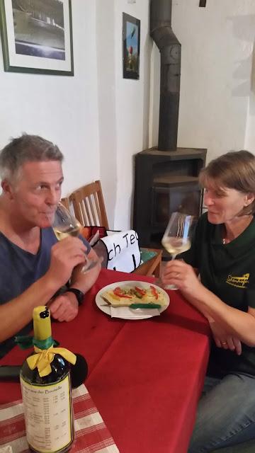 Achterl im Weinkeller mit Alexander Tauscher und Cornelia Schönhofer