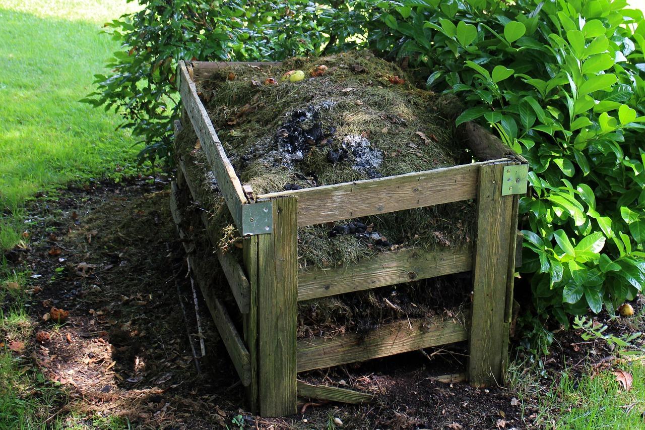 Friends Help You Make DIY Compost!