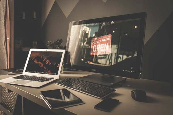 layar komputer atau laptop