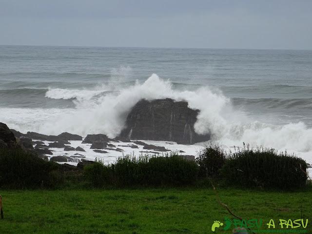 Ruta de los Misterios del Mar: Mar Cantábrico rompiendo