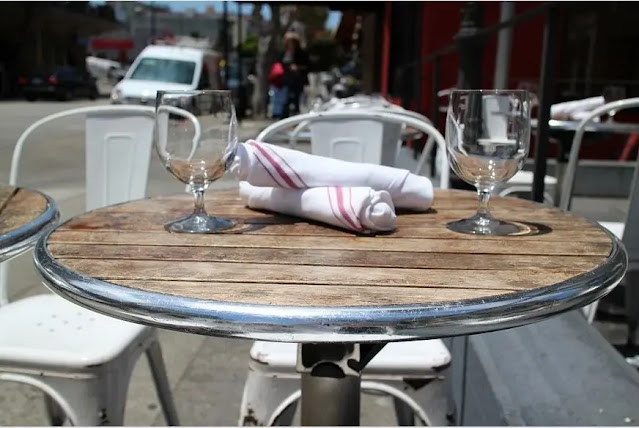 Have coffee and breakfast at a sidewalk café