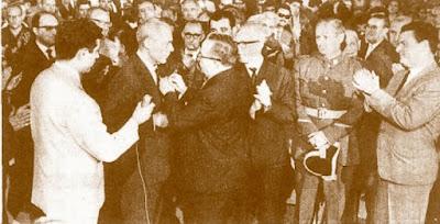 Imposición de medalla a Joaquim Buxó d'Abaigar