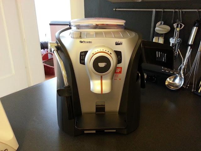 Ein kleines Vorweihnachtsgeschenk für mich, ein Kaffeevollautomat für Einsteiger, der Saeco RI9752/01 Kaffeevollautomat ODEA GO .