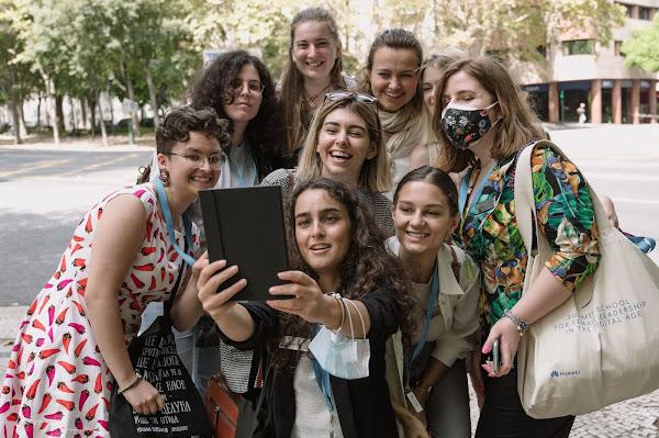 """Quero ter a oportunidade de ocupar cargos de liderança"" - Huawei Summer School for Female Leadership in the Digital Age"