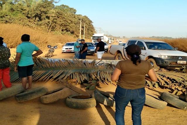 Comunidade fecha Estrada da Penal e cobra ação de Marcos Rocha
