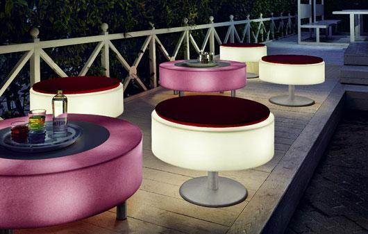 Moderni patio progetti di mobili con luci illuminate for Progetti moderni