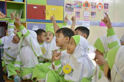 Pendidikan Terbaik Sejak Dini, Berikut Kelebihan TK Islam Auliya Dibandingkan TK Umum