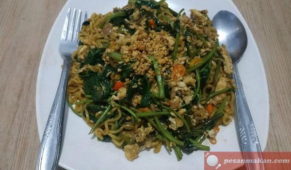 Viral Resep Mie Goreng Kangkung Balacan ( Indomie Kangkung Terasi )