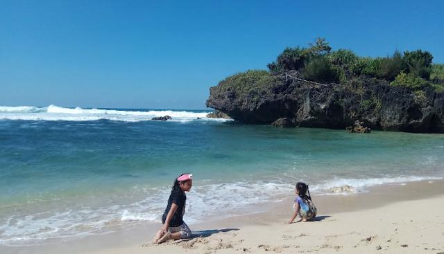 wisata-keluarga-pantai-krakal
