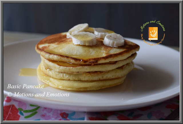 Pancakes served with honey and banana