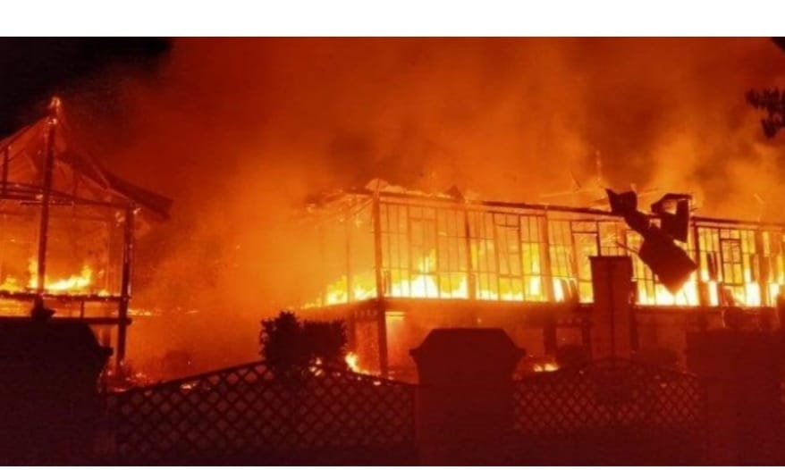 Kabar Duka,  Rumah Adat Kerajaan Bone Terbakar
