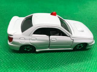 SUBARU IMPREZA WRX のおんぼろミニカーを側面から撮影