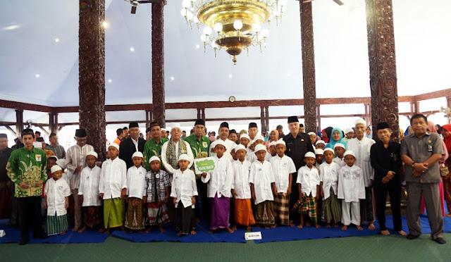Khitan massal gratis yang digelar oleh Baznas Lumajang
