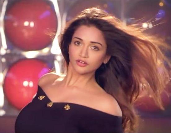 Har Kisi Ko Nahin Milta Lyrics | Anaika Soti