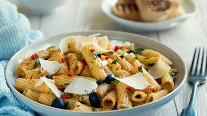 Comer carboidratos no jantar é realmente prejudicial?