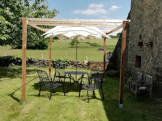 pergola in onze achtertuin, heerlijk bij zonnige dagen