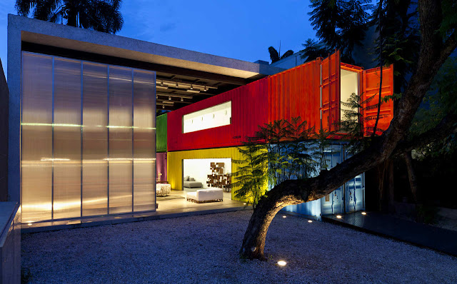 Decameron - Low Budget Colorful Shipping Container Store, Brazil 1