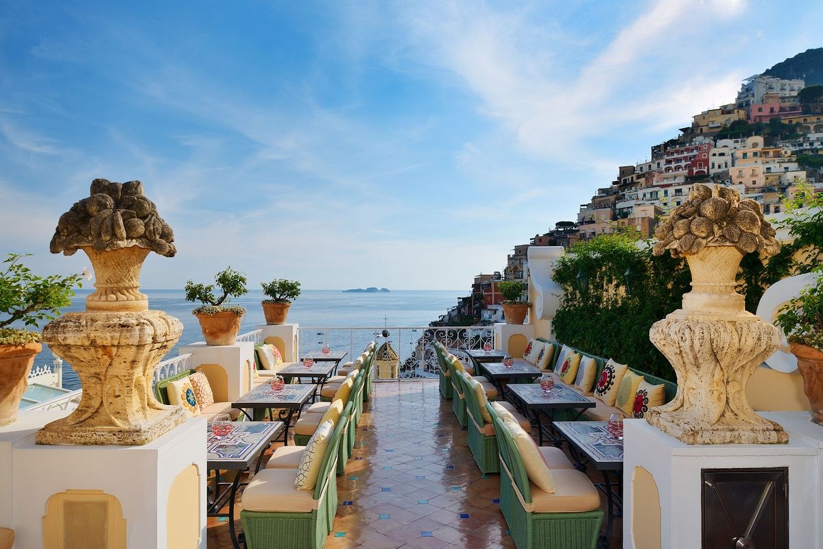 Passion for luxury le sirenuse champagne and oyster bar for Hotel luxury amalfi