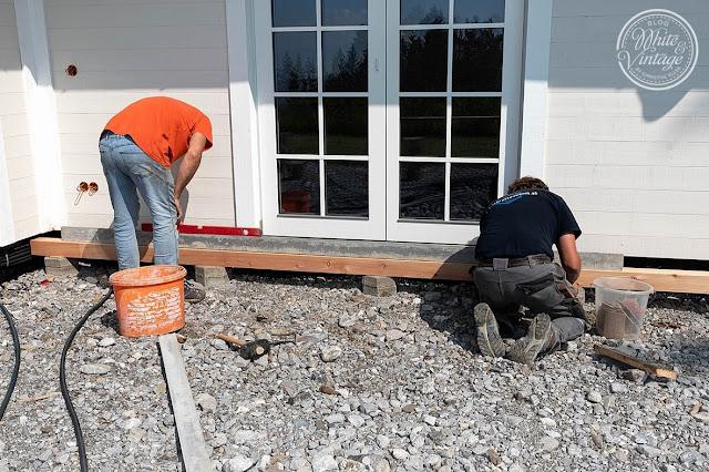 Unterkonstruktion für Holzterrasse aus Gehwegplatten