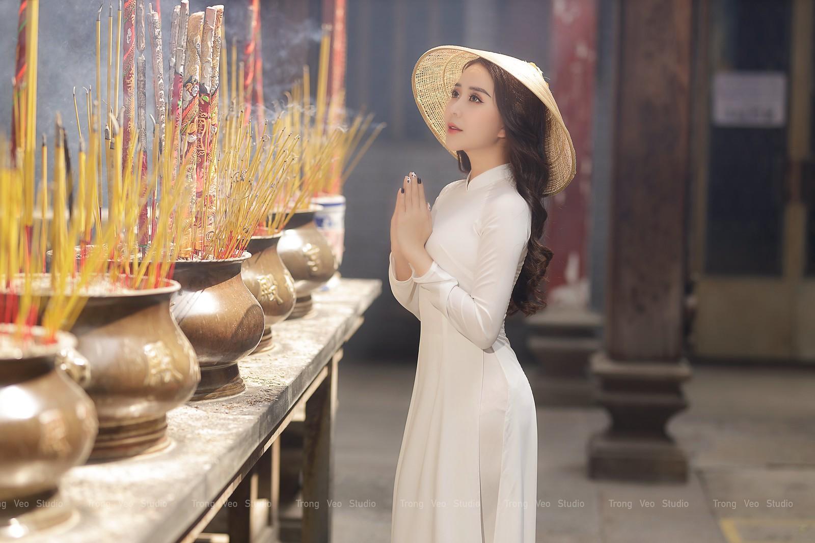 Ngắm hot girl Lục Anh xinh đẹp như hoa không sao tả xiết trong tà áo dài truyền thống - 17