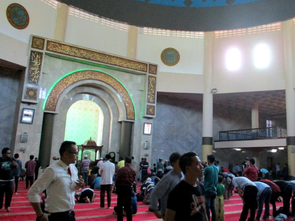 Salat Jumat di Masjid Raya Bandung