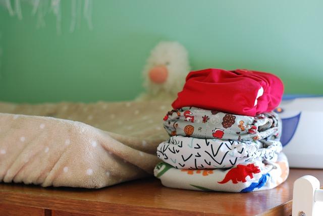 Cara Mengganti Popok Pada Bayi Yang Aktif