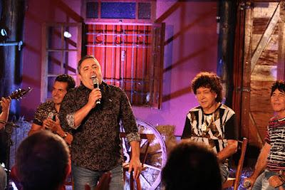 César Galones recebe na estreia a dupla Teodoro e Sampaio e o cantor Paulinho Reis - Gustavo Cabral / A12