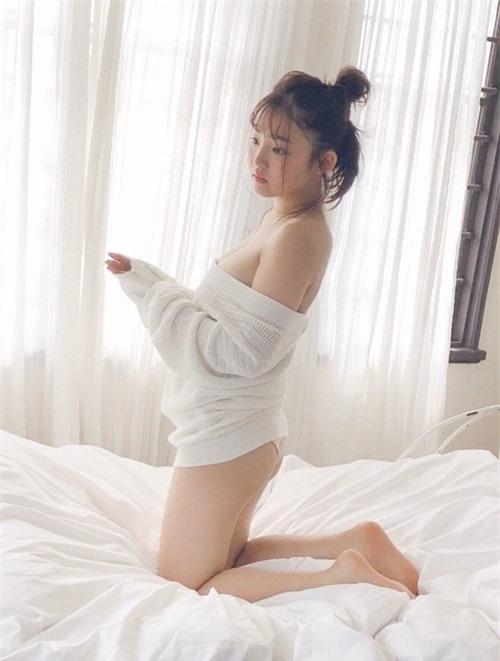 """Hot girl mặt trẻ con, chỉ cao 1m52 nhưng khiến bao người ngưỡng mộ vì """"body khủng"""""""