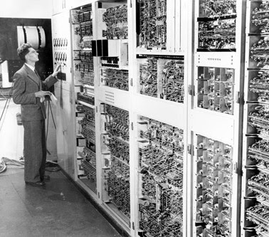 Com Reality: First Generation Computers (1937-1953)