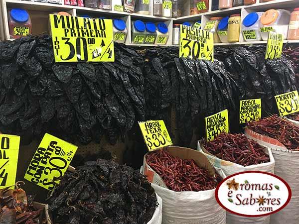 Pimentas secas em mercado no México