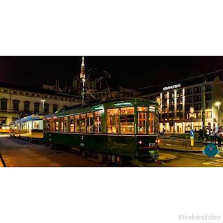 Sotto le coperte, di notte, in Tram storico a Milano