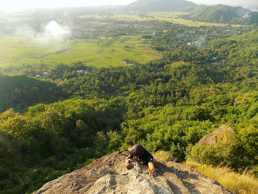 Pemandangan Bukit Batu