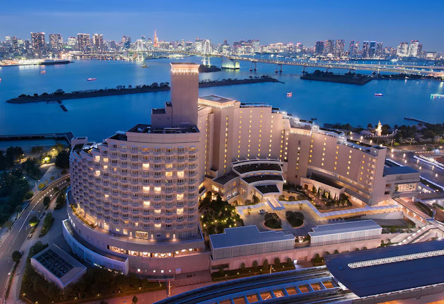 Set on the waterfront, Hilton Tokyo Odaiba is moments from popular theme parks, malls, dining and entertainment. See gorgeous views of Tokyo's skyline and the famous Rainbow Bridge from 15 stories up.