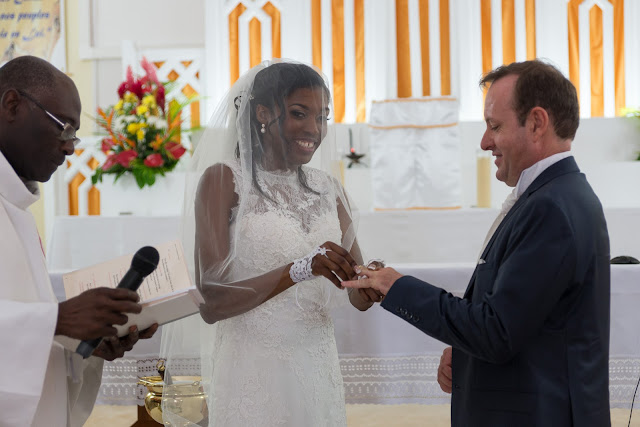 les mariés se passent les alliances guadeloupe
