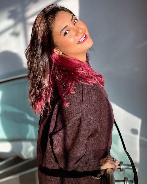 Aashika Bhatia hot photos, Aashika Bhatia hot pics, dp for girls,
